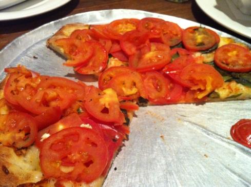 Debacle tomato pizza